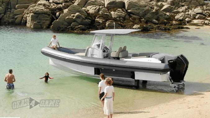 iguana denizde ve karada giden tekne